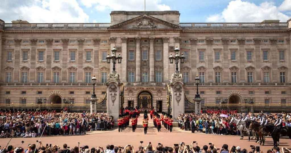 نتيجة بحث الصور عن Buckingham Palace