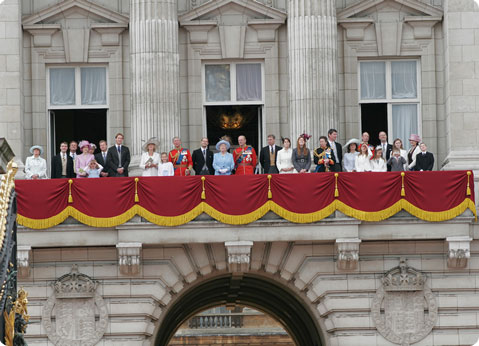 Changing the guard royal palaces buckingham palace for Origin of balcony