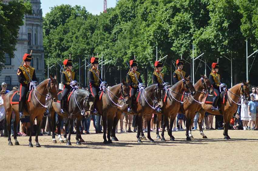 Kings Troop Royal Horse Artillery Mounting The Queen's Life Guard