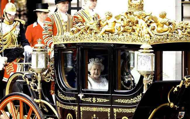 The Queen travelling by carriage to the Palace of Westminster