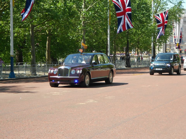 HM The Queen travlling up the Mall