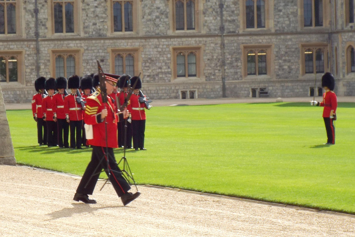 Changing Guard Photo Gallery | Windsor Castle / Easter Court