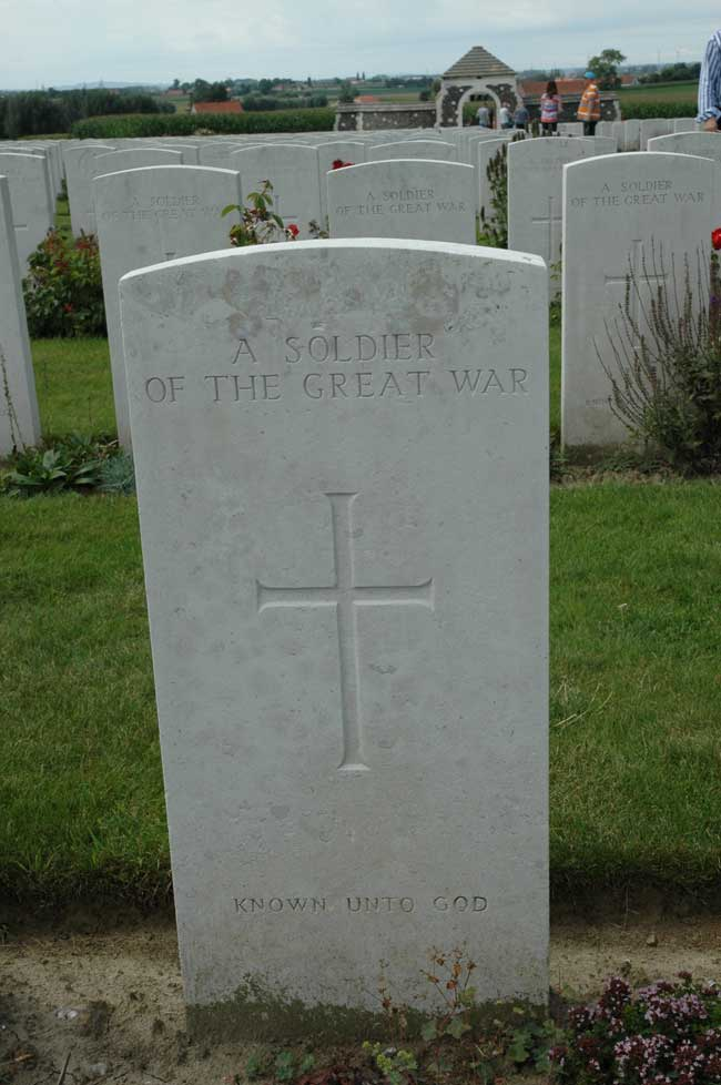 The grave of an unkown soldier in Tyne Cot Cemetery
