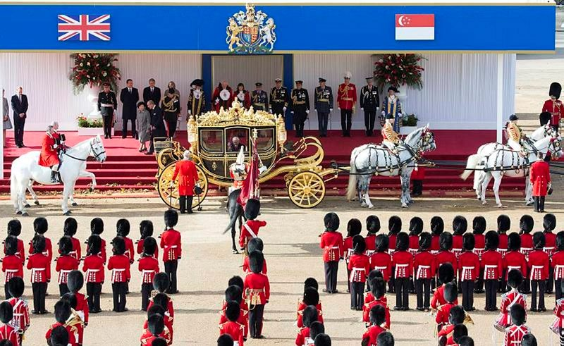 Her Majesty The Queen and the President of Singapore traveled to Buckingham Palace in the State Coach